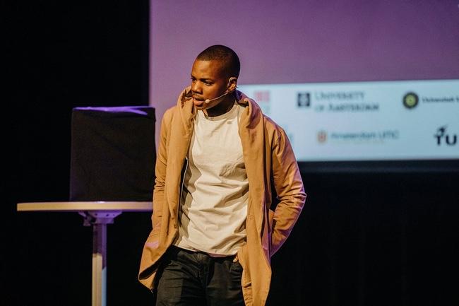 Michael Musandu spreker